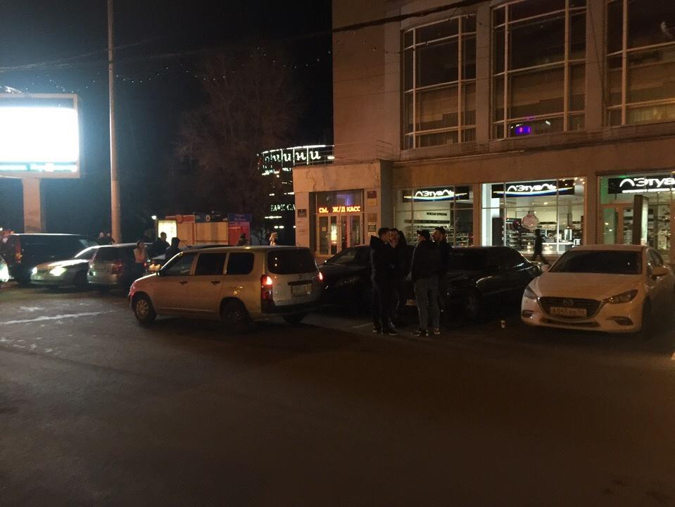 Многие новосибирцы приезжают на парковку, чтобы пообщаться и послушать музыку