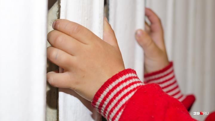 Три года условно: жительница Холмогор осуждена за истязание малолетнего брата