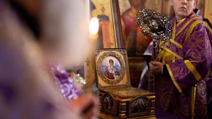 «Исцелял больных»: верующих челябинцев, пришедших к мощам святогоСпиридона, досматривала полиция