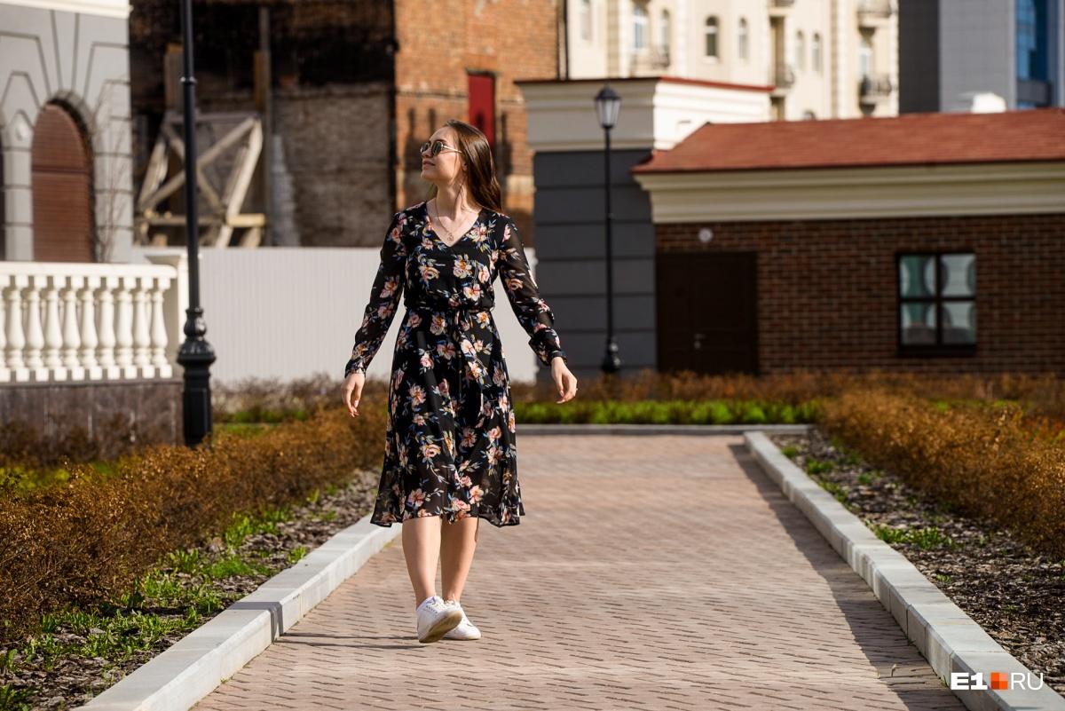 Жители города выходят на улицу после окончания рабочего дня и с радостью позируют нашему фотографу