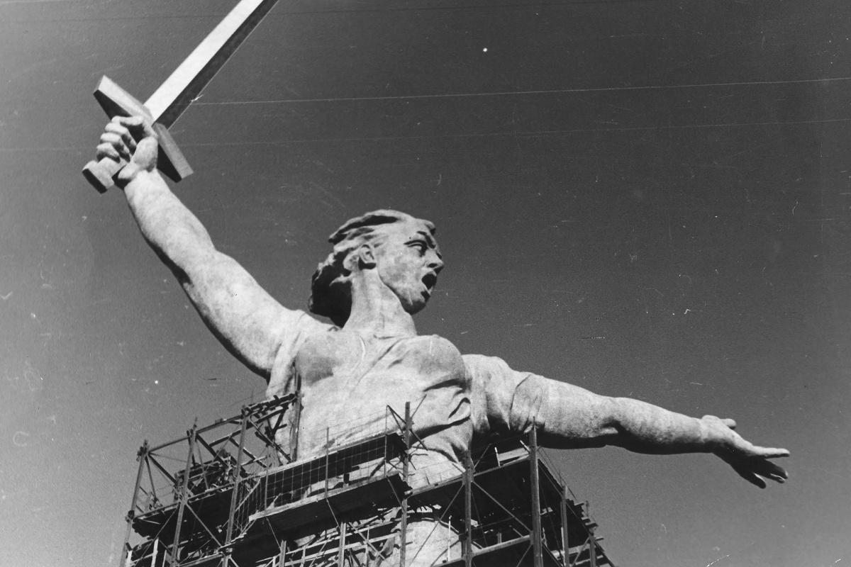 Строительство на Мамаевом кургане шло долгие 9 лет, но уже через год стало понятно, что монументу потребуется ремонт