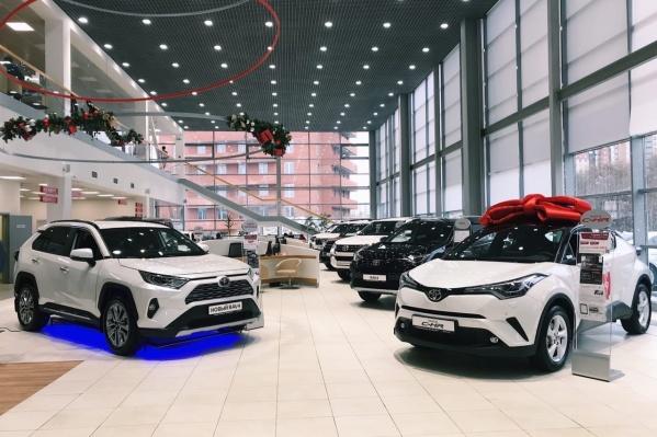 Только до 31 декабря 2019 года на все автомобили на складе действуют предновогодние бонусы