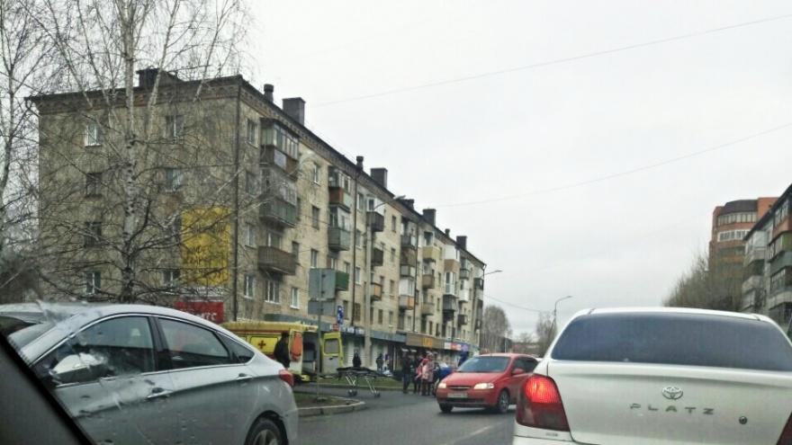 Выбежала из-за припаркованных машин: 10-летняя девочка попала под колесаMitsubishi на Энергетиков