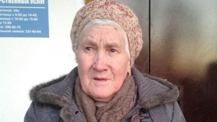 Чья бабушка? На Уралмаше прохожие нашли пенсионерку, которая не помнит своего адреса