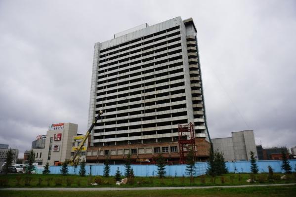 Техника начала собирать башенный кран