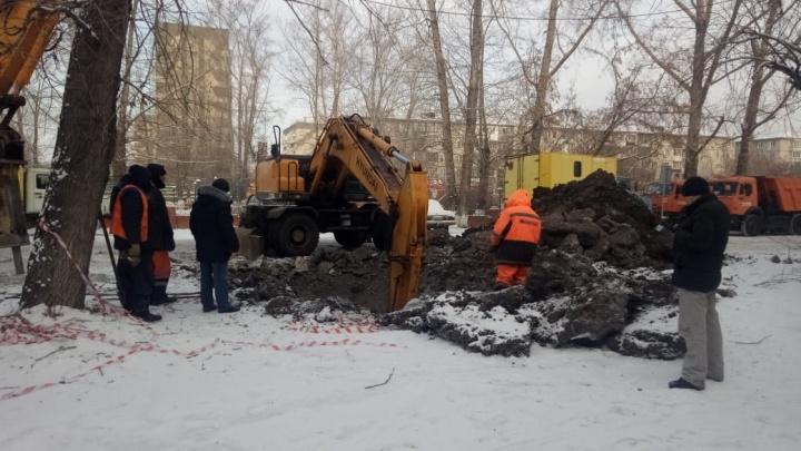 Число домов без холодной воды в Красноярске превысило сотню