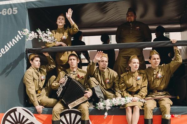 Тюмень в военные годы была тыловым городом. Тем не менее немало молодых девчонок и мальчишек добровольно ушли на фронт. К сожалению, многие не вернулись обратно