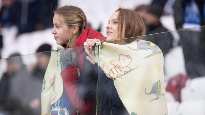 «Забьёшь — поцелуем, пропустишь — не убьём»: фото волгоградских красавиц на матче «Ротор»–«Шинник»