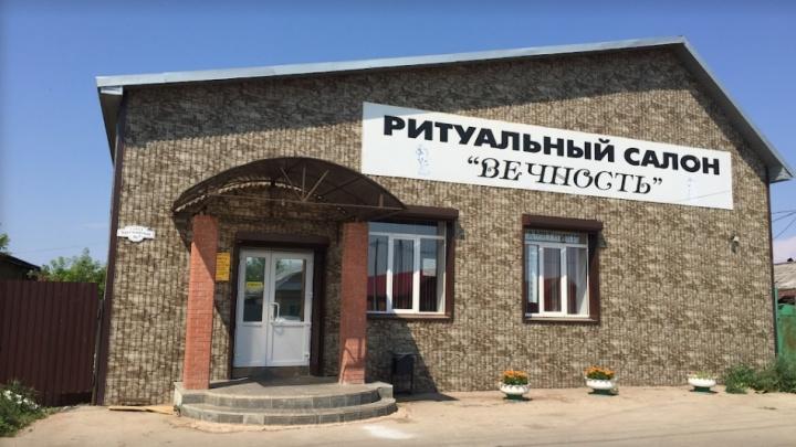 Жителя Самарской области осудили за сквернословие в ритуальном салоне