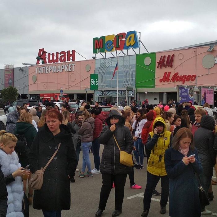 Работников и покупателей ТРЦ МЕГА за один день эвакуировали дважды