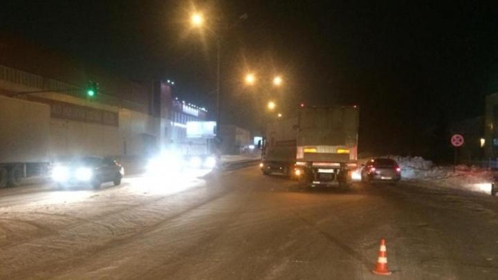 Пешеход попытался перейти Бердское шоссе и попал под машину