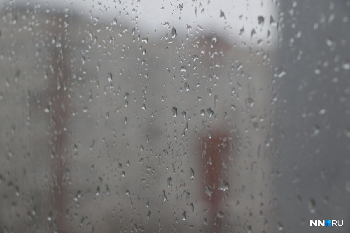 Выходя из дома, не забудьте надеть тёплые и непромокаемые вещи — на улице холодно и сыро