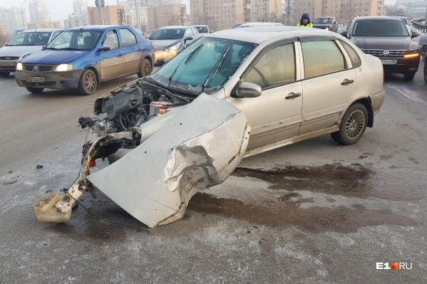 Ещё четыре машины резко затормозили, чтобы избежать столкновения — в результате на Репина быстро образовалась пробка