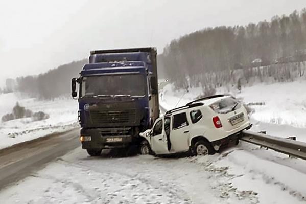 Водителя легкового автомобиля пришлось увезти в Мошковскую больницу