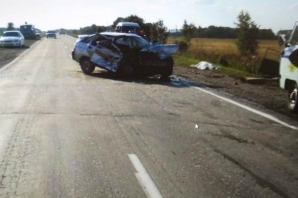 Два человека погибли, ещё четверо получили травмы в столкновении встречных машин на дороге между Черепаново и Маслянино