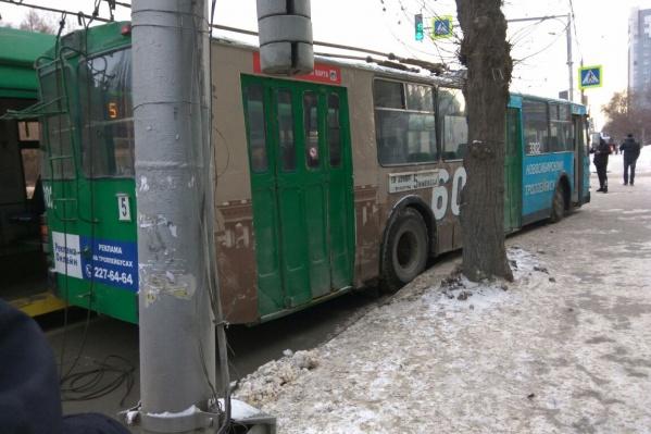 Из-за аварии на Красном проспекте образовалась пробка