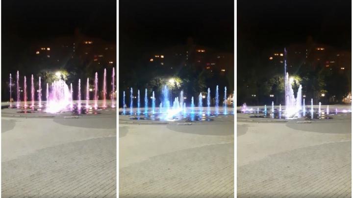 В Центральном парке начались испытания нового светового фонтана (видео)