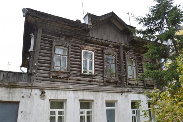 Судьба старых архитектурных памятников очень волнует и мэрию, и горожан. Денег на их реставрацию в городском бюджете нет