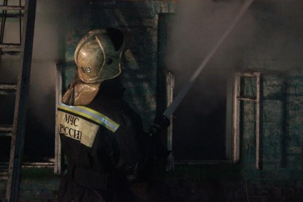 На месте работали 70 огнеборцев