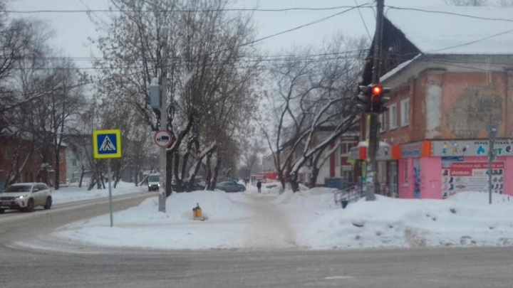 В Закамске на пешеходном переходе внедорожник сбил женщину