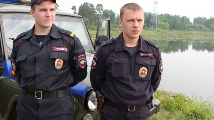 Двоих полицейских из Железногорска наградили грамотами за спасение тонувшего рыбака