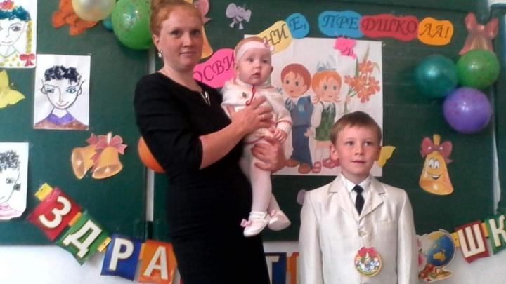 В Омске пропала мать с двумя детьми