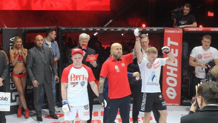 Новосибирский боец отстоял титул чемпиона в полулёгком весе на турнире в Омске