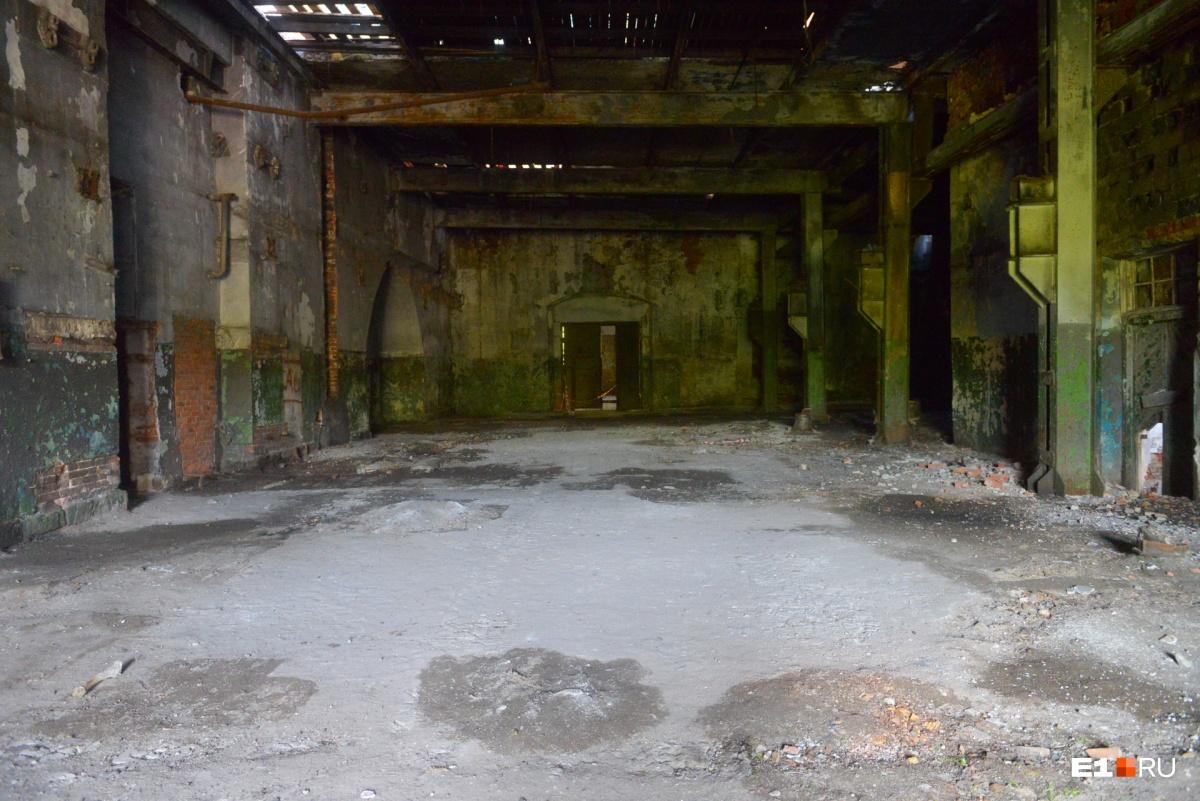 Это холл в основном здании. А вообще, оно состоит из двух кубов, в которых раньше были печи