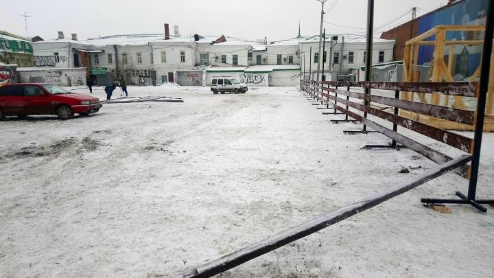В Омске начали делать каток на Бударина