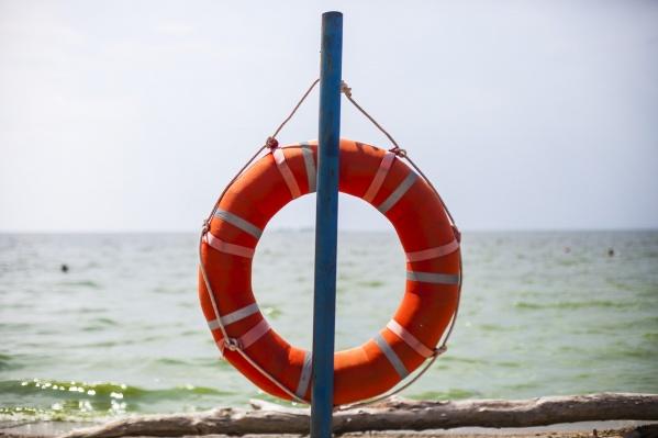 Мужчина плыл по течению в 20 метрах от берега
