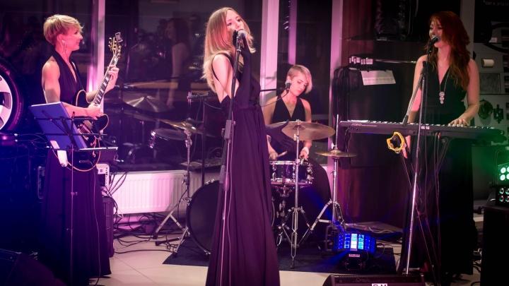«Репетируем, шьём платьица»: архангельская группа Candy beat готовится к конкурсу на «Звезде»