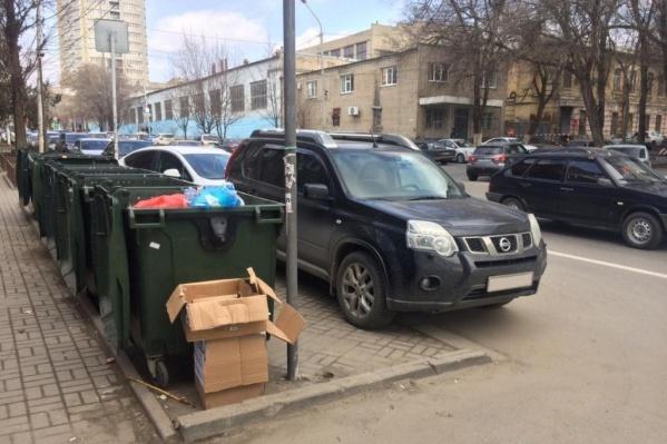 Парковка возле контейнерной площадки — это нарушение правил благоустройства