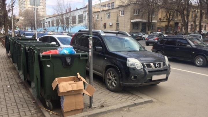 В «Чистом городе» связали перебои с вывозом мусора с парковкой ростовчан у мусорных баков
