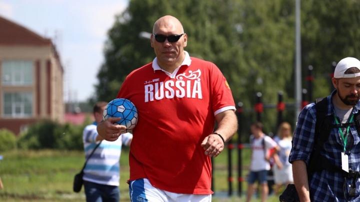 Мяч, шесть лунок и Валуев: в Челябинске впервые прошёл турнир по футгольфу