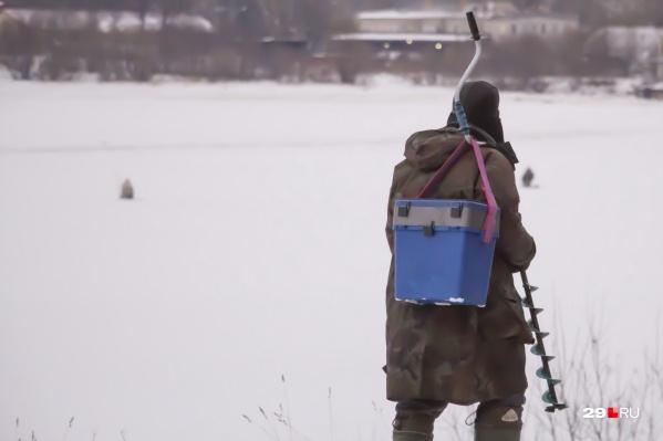 В некоторых деревнях рыбаки страдают от того, что их излюбленные места лова опустели