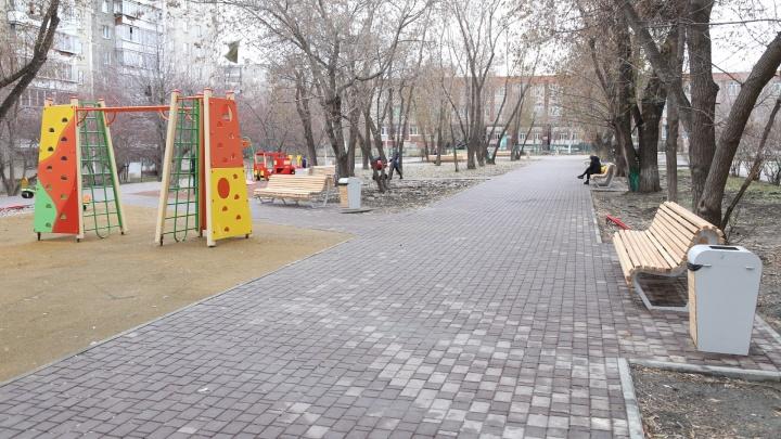 «Самое главное — алкашей не стало»: в Челябинске сделали новый сквер, но пока без фонарей