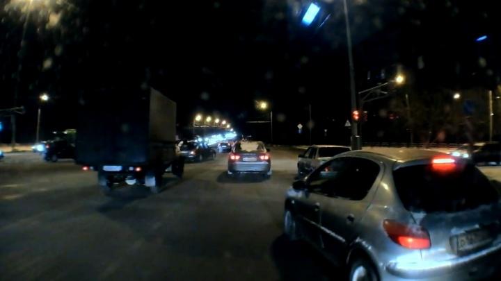 В Челябинске пассажирка автобуса попала в больницу из-за лихача на легковушке