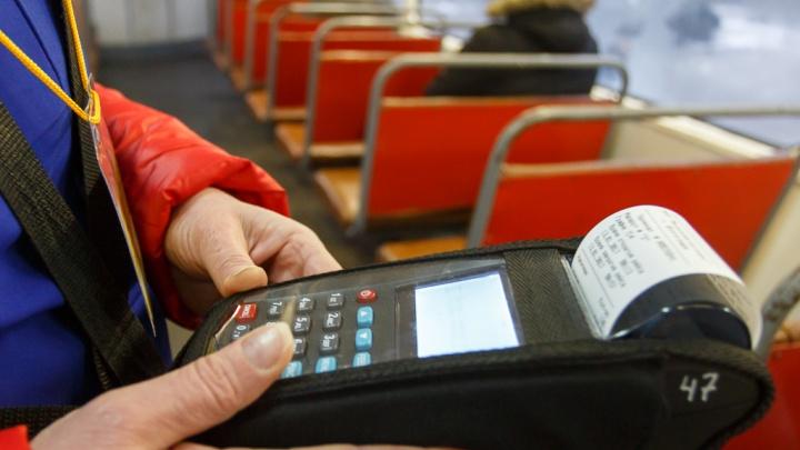 «Привязала проволокой»: в автобусе Волгограда стащили сумку кондуктора