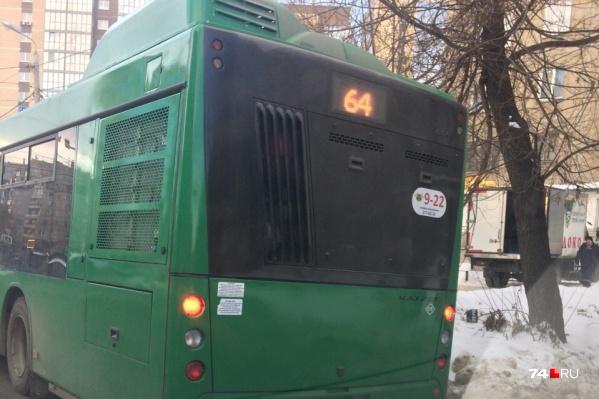 Мальчик хотел уехать в школу на автобусе №64