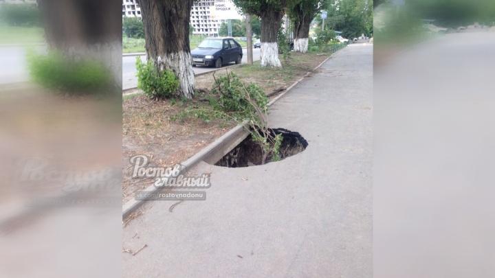 Ни дня без провала: в Ростове обрушился тротуар