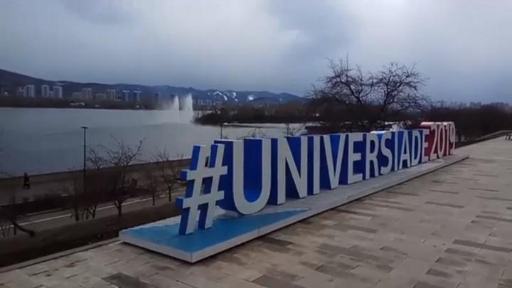 В Красноярске забили фонтаны из Енисея