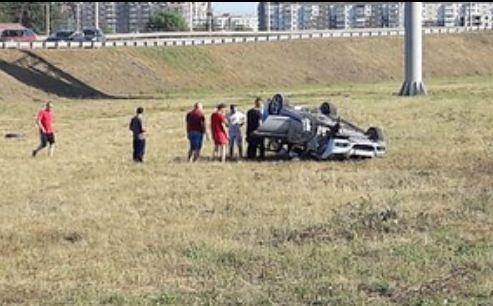 На развилке у Северного шоссе мужчина на машине с тест-драйва перевернулся в кювет