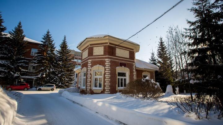 Шьют 100 лет: новосибирцев пустят в старейшую швейную фабрику в центре города