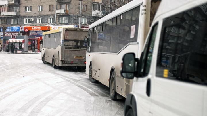 Никакой забастовки: мэр Локоть пообещал вернуть долги недовольным автобусным перевозчикам