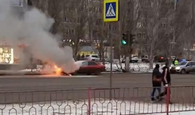 В Волгограде с интервалом в час сгорели две иномарки