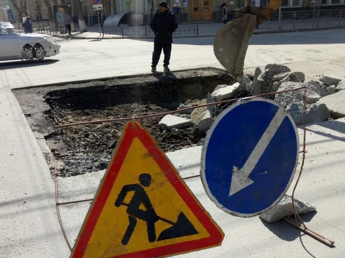 Днём 20 апреля рабочие сняли асфальт на перекрёстке улиц Ленина и Советской