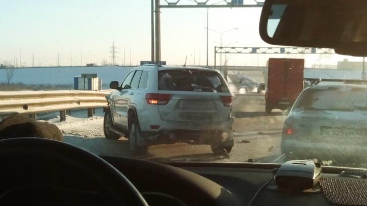 В массовой аварии на тюменской объездной размотало шесть машин