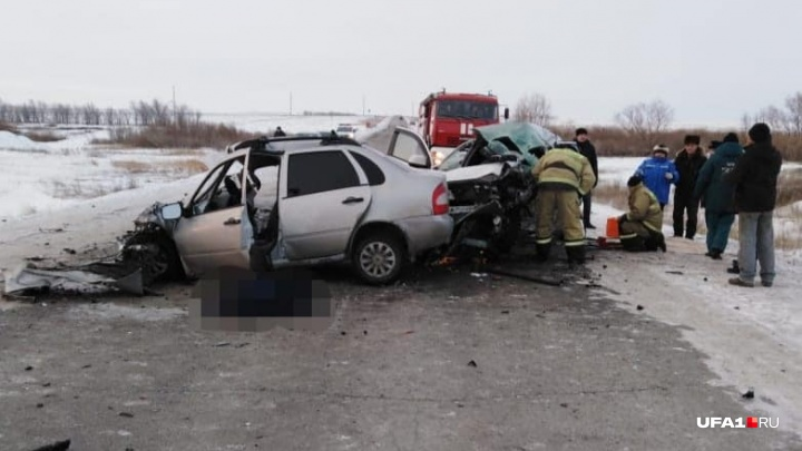 Один погибший, пятеро — в больнице: на трассе в Башкирии столкнулись«Лада-Калина» и Mitsubishi ASX