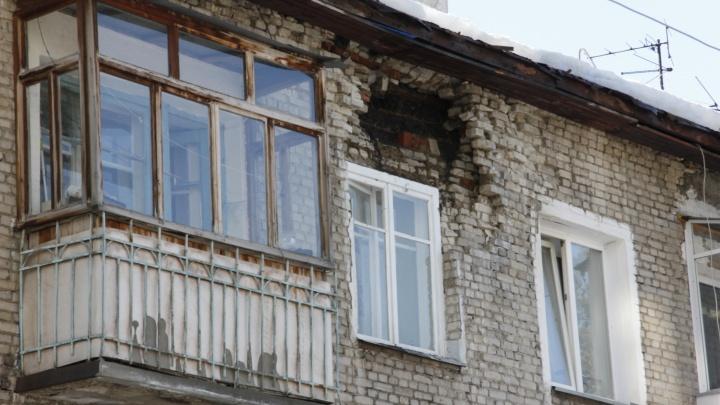 «Как будто война началась»: в доме около горбольницы обрушилась стена