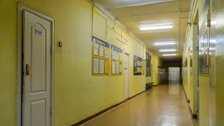 Кадровый дефицит и маленькие зарплаты: почему в медкабинетах пермских школ не застать врачей